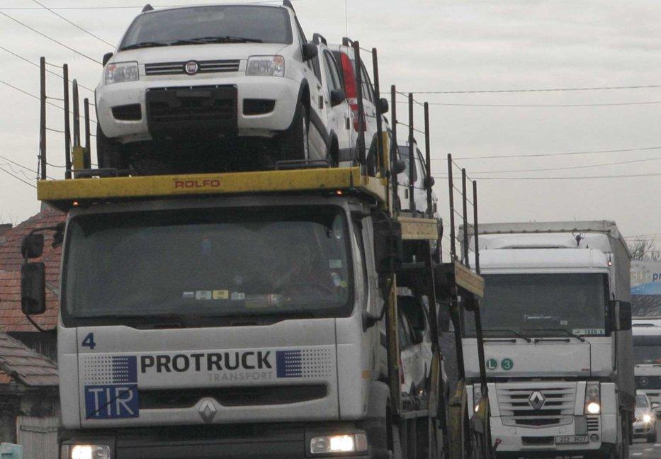 Transportatorii locali pierd zeci de milioane de euro în gropile de pe drum