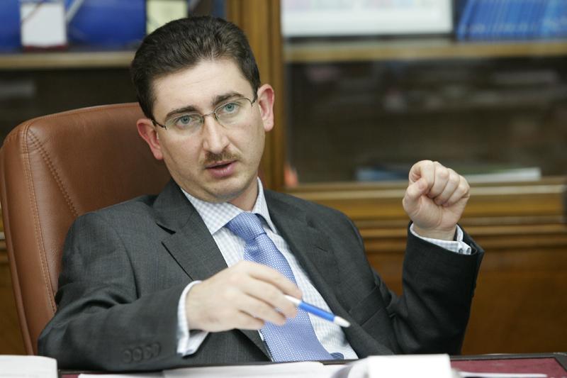 Românii ar putea economisi anual 300 milioane de euro, pe care-i dau la notar. Consiliul Concurenţei solicită modificarea legii. Vezi aici de ce taxe ai putea să scapi