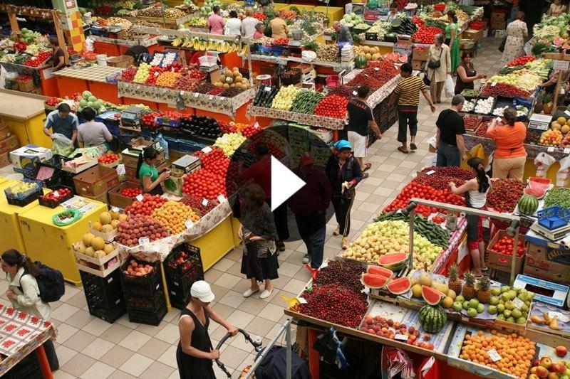 VIDEO: De ce am ajuns să importăm legume într-un an cu producţie record. PLUS: Unde vând ţăranii roşii