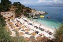 Românii îşi iau gândul de la vacanţe în străinătate: Doar 32% mai visează la concedii peste graniţă