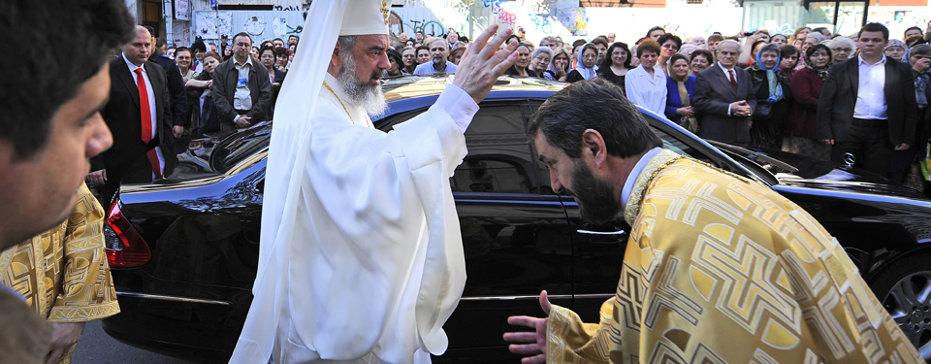 BANII BISERICII. Patriarhia Română, profit mai mare decât băieţii deştepţi din energie, regii asfaltului sau McDonald's. Ce spune BOR că face cu
