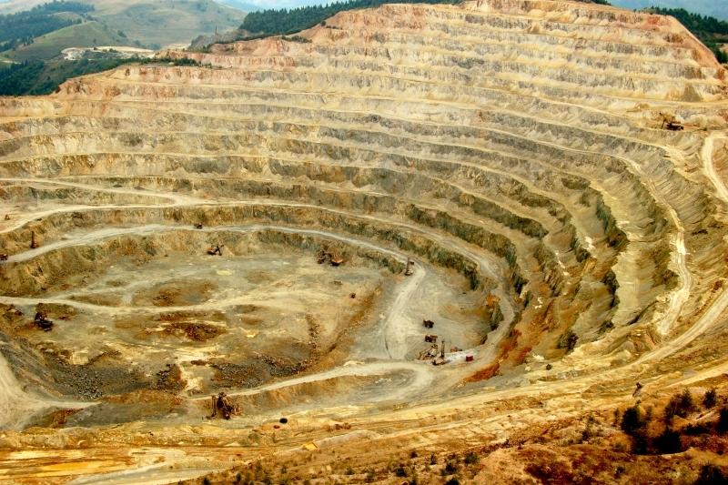 Top 50 al celor mai mari mine şi zăcăminte de aur din lume. Pe ce loc se află aurul României. Estimările rezervelor de la Roşia Montană, Bucium şi Certej