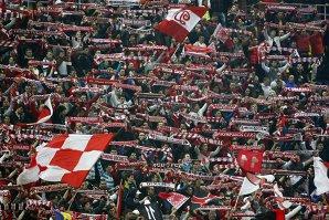 Bannere şi scandări ofensatoare la adresa premierului, la meciul Dinamo - CSMS Iaşi