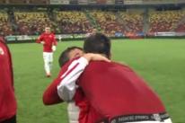 """""""Du-l în vestiar să-i cereţi scuze, băi, NESIMŢIŢILOR! Uite-l cum plânge din cauza ta!"""" Imagini CENZURATE după Steaua-Dinamo!"""