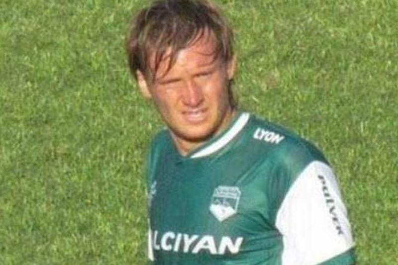 Un jucător argentinian a decedat după ce s-a prăbuşit pe teren