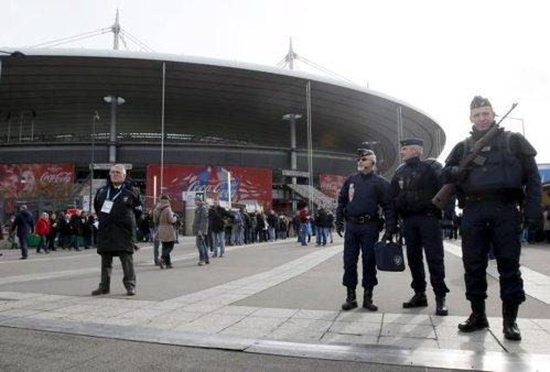 90.000 de poliţişti la Euro 2016: opt vor însoţi în permanenţă echipa României