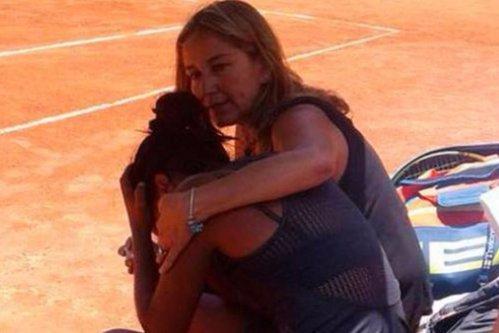 Tatăl unei jucătoare de tenis a murit în tribune, în timp ce îşi urmărea fiica în meciul carierei