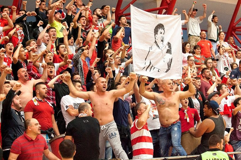 Clubul de handbal Dinamo spune că nu şi-a trimis suporterii în Piaţa Victoriei. Mesaj pe Facebook după violenţele de la Guvern
