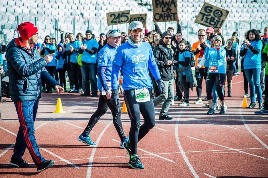 Singurul român din cel mai dur maraton din lume conduce cursa cu un avans enorm