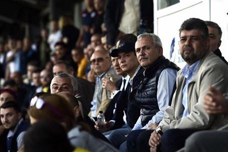 Grindeanu şi Dragnea, adversari în tribune la finala Ligii de Rugby a României. Ce mesaje au schimbat cei doi, pe Facebook, după meci
