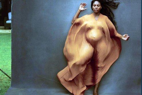 Serena Williams, însărcinată în luna a şasea, a pozat goală pentru revista Vanity Fair