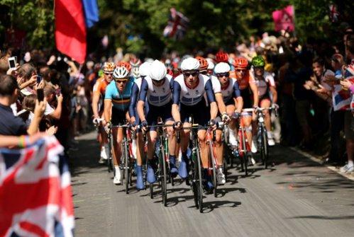 Imagine ŞOCANTĂ: Cum arată picioarele unui ciclist după ce a pedalat 70 de ore în Turul Franţei