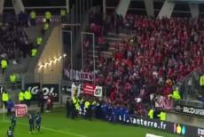 Momente şocante la un meci din Franţa. Peste 100 de suporteri s-au prăbuşit cu balustrada tribunei: 26 de răniţi, 4 în stare gravă