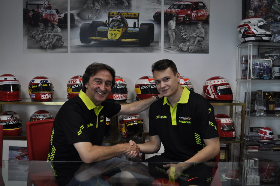 Singurul pilot care ar fi putut reprezenta România în Formula 1, şi-a anunţat retragerea la doar 21 de ani