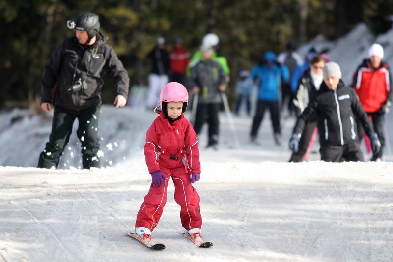 Veşti bune pentru românii pasionaţi de schi. Vor putea verifica starea pârtiilor şi calitatea zăpezii în timp real, printr-o aplicaţie unică în Europa