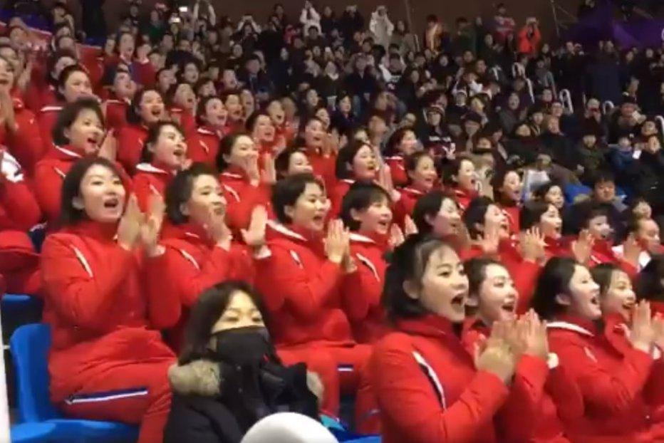 """""""Armata frumoaselor"""" din Coreea de Nord. """"Este unul dintre cele mai nebuneşti lucruri pe care le-am văzut"""""""