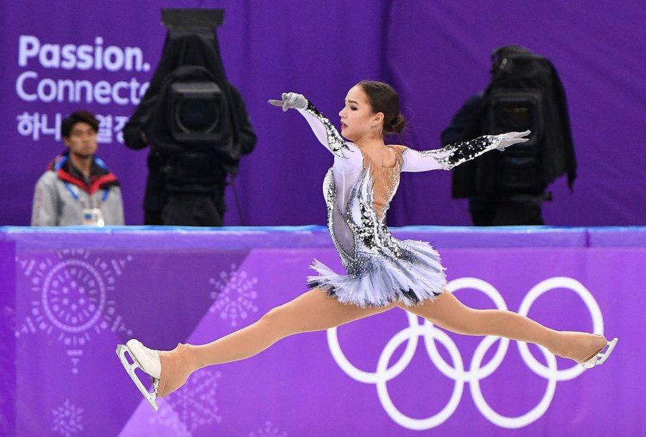Cine este noua regină a patinajului. Tănăra de 15 ani a câştigat deja primul aur olimpic pentru Rusia
