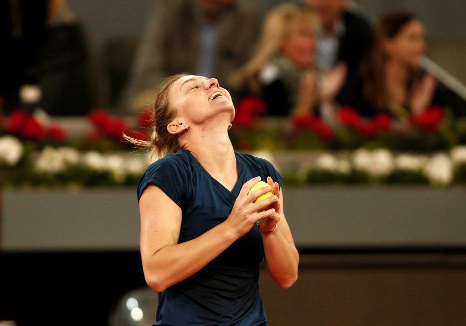 Simona Halep, victorie cu mari emoţii la Indian Wells. Românca s-a calificat în optimi după un meci maraton