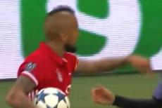AMENDĂ URIAŞĂ pentru un fotbalist celebru, după ce i-a CRĂPAT CAPUL unui alt bărbat, cu o STICLĂ de vodcă