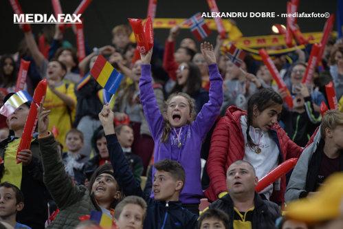 Presa din străinătate, surprinsă de cei aproximativ 30.000 de copii veniţi la România-Norvegia, 1-1