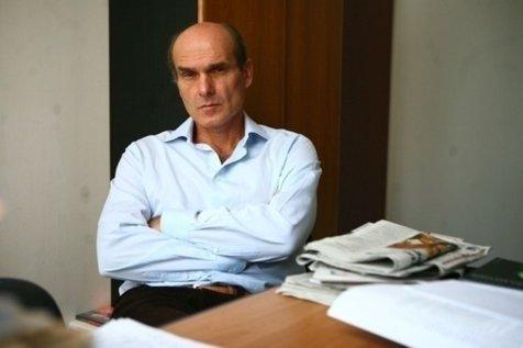 Victor St. Popescu a băgat divorţ!