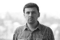 CARE - Scandalul din care Ponta şi Iohannis câştigă mulţi bani şi puţin respect Alex-livadaru