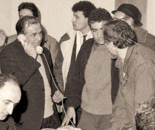 Ce se ascunde în spatele acestei imagini vechi de 27 de ani. DEZVĂLUIREA TULBURĂTOARE tocmai a fost făcută de unul dintre cei mai importanţi oameni din România