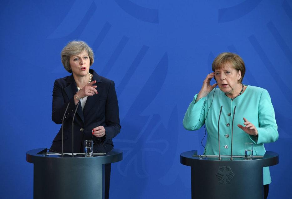 Europa cu două viteze: Merkel şi May