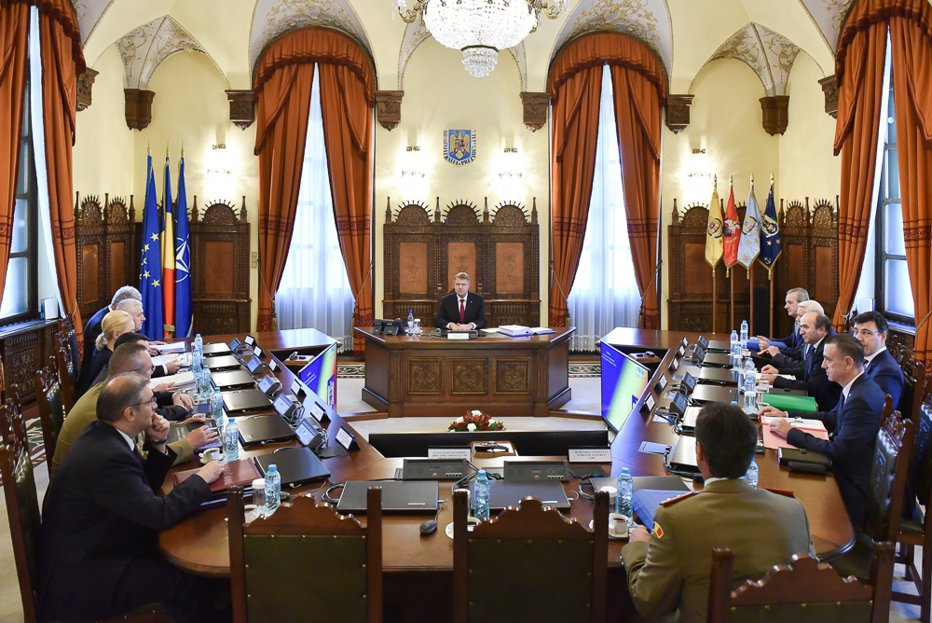 Preşedintele Iohannis, îmbrobodit de slugoii lui Dragnea?