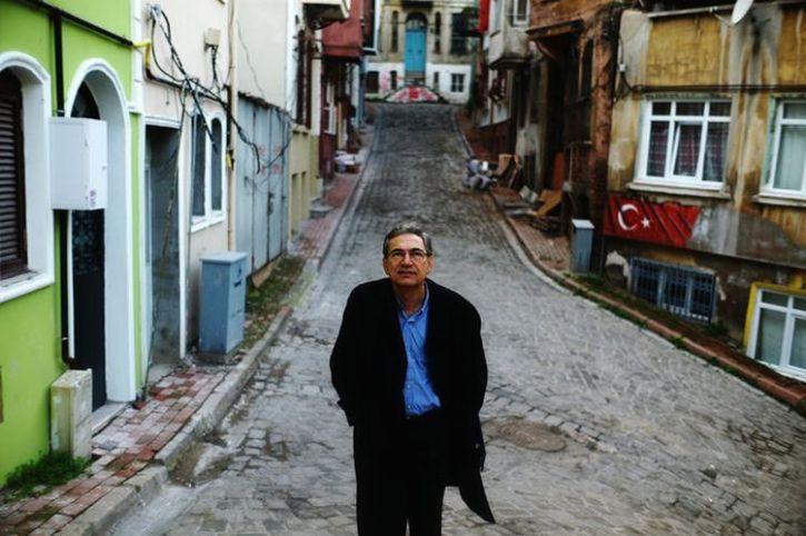 """Orhan Pamuk, despre ultimele pâlpâiri ale democraţiei turce. """"Gülen şi adepţii săi s-au aflat în spatele loviturii de stat euşuate"""""""