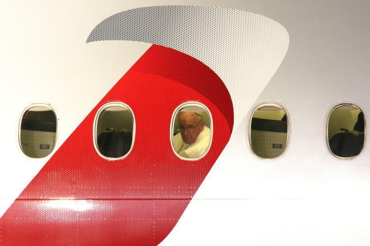 Papa Francisc, în avionul spre Bogota
