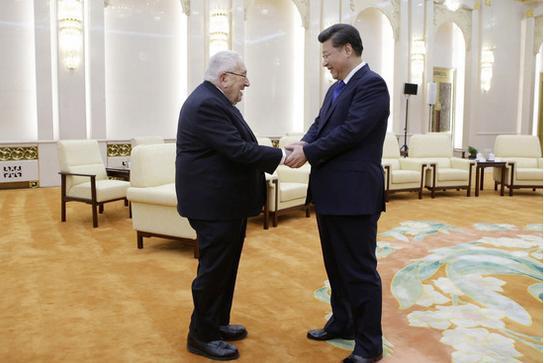 """Bătrânul Kissinger lansează un nou concept geopolitic pentru relaţia SUA-China: """"co-evoluţie"""""""