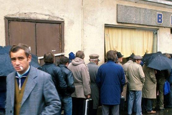 Anecdotele lui Gorby: mama lui Brejnev, linia orizontului şi coada la votcă