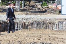 Cât timp îi va lua preşedintelui Iohannis să parcurgă o sută de metri, pas cu pas?