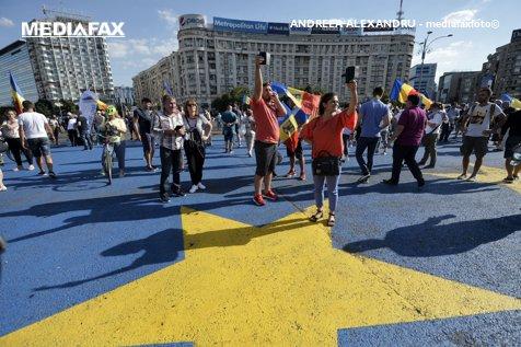 România s-a cocoţat şi pare că stă mândră pe toboganul euroscepticismului