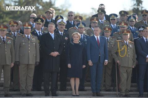 O veste bună: preşedintele Iohannis a reuşit să citească de ieri până astăzi 63 de pagini