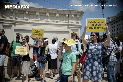 Regresul democraţiilor, România captivă şi fondurile europene