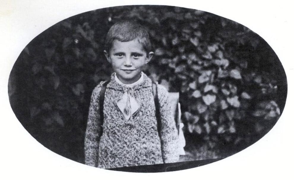 Fotografie de arhivă de la sfârşitul anului 1932 care îl înfăţişează pe Josef Ratzinger, viitorul Papă Benedict al XVI-lea ca elev, în Aschau am Inn, Germania.
