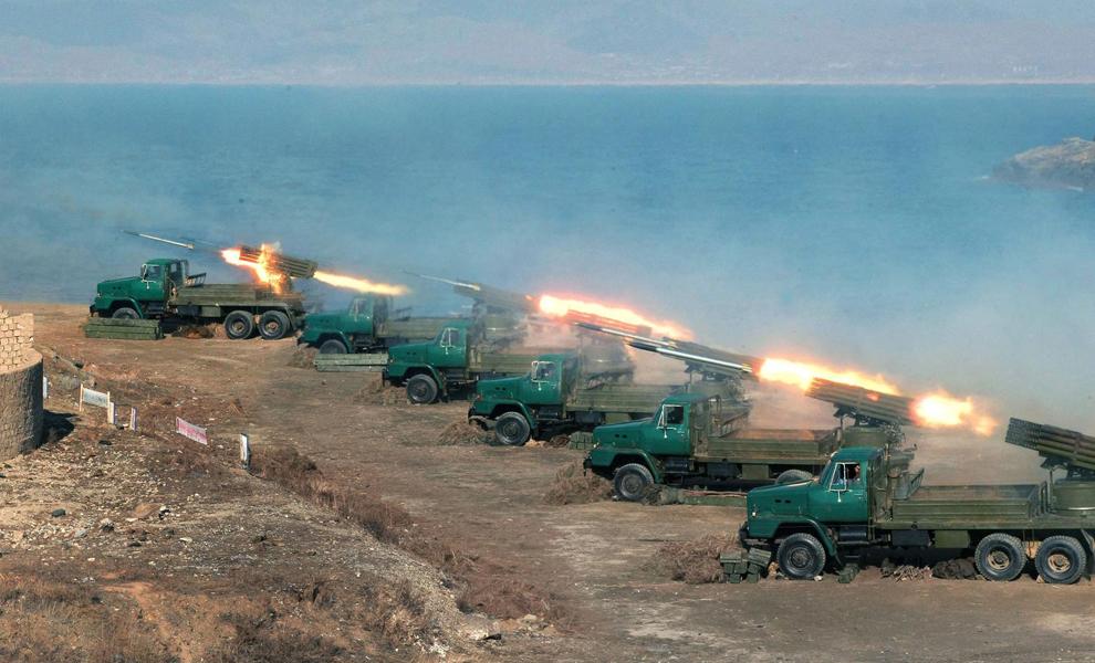 O fotografie nedatată, făcută publică de către Agenţia Coreeană Centrală de Ştiri marţi, 19 martie 2013, infăţişează un exerciţiu militar al Armatei Populare Coreene, într-un loc nespecificat din Coreea de Nord.