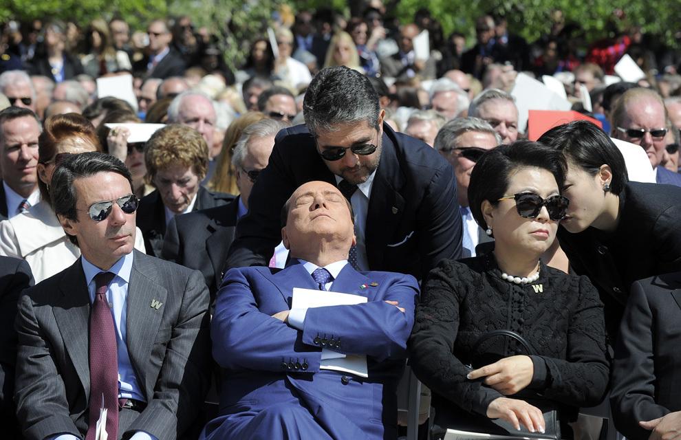 Fostul premier italian Silvio Berlusconi (C) participă la inaugurarea Centrului Prezidenţial George W. Bush, în Dallas, Texas, joi, 25 aprilie 2013.