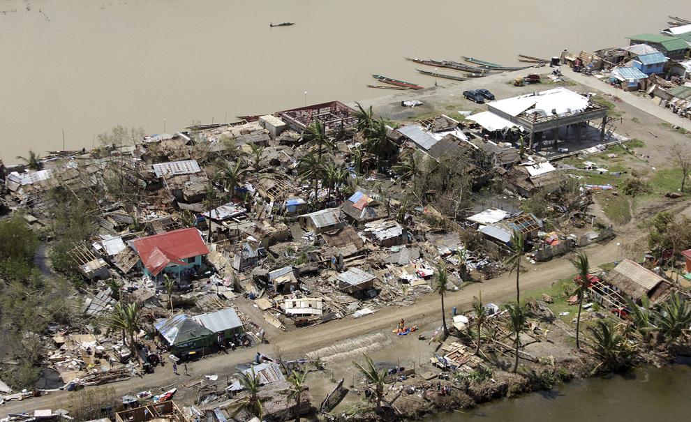 Fotografie aeriană ce arată case distruse în provincia Capiz, în Filipine, luni, 11 noiembrie 2013.