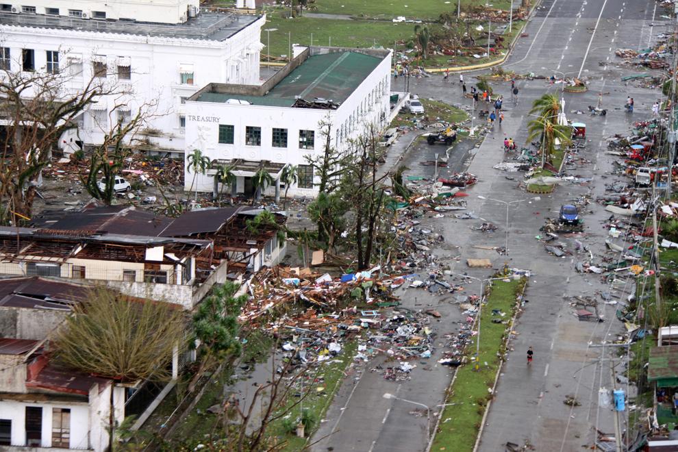 Imagine oferită prin amabilitatea World Food Programme prezintă o zonă devastată de taifunul Haiyan, în Tacloban, Filipine, sâmbătă, 9 noiembrie 2013.