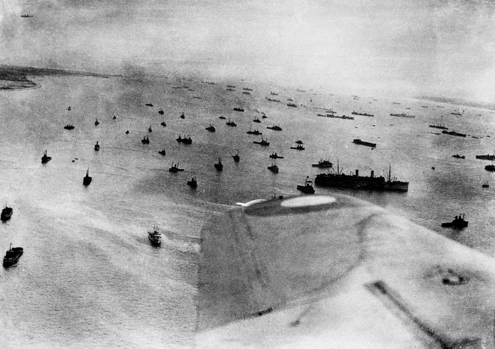 Fotografie aeriană a forţelor aliate navale angajate în Operaţiunea Overlord, în timpul asaltului plajelor din Normandia, marţi, 6 iunie 1944.