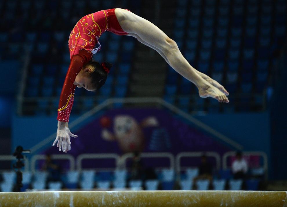 Reprezentanta Chinei,  Shang Chunsong evoluează la bârnă, în cadrul Jocurilor Asiatice desfăşurate la Incheon, luni, 22 septembrie 2014.