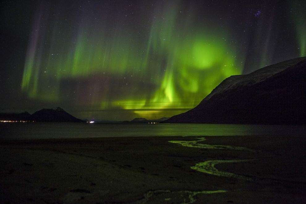 Aurora boreală poate fi vazută în apropiere de Tromsoe, nordul Norvegiei, marţi, 21 octombrie 2014.