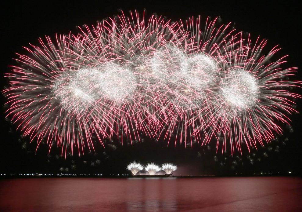 Artificii Polaris Fireworks AB  din China pot fi văzute în golful Manila în ultimul weekend al celei de a şasea ediţii a concursului Piro-muzical, în Manila, Filipine, sâmbătă 14 martie 2015.
