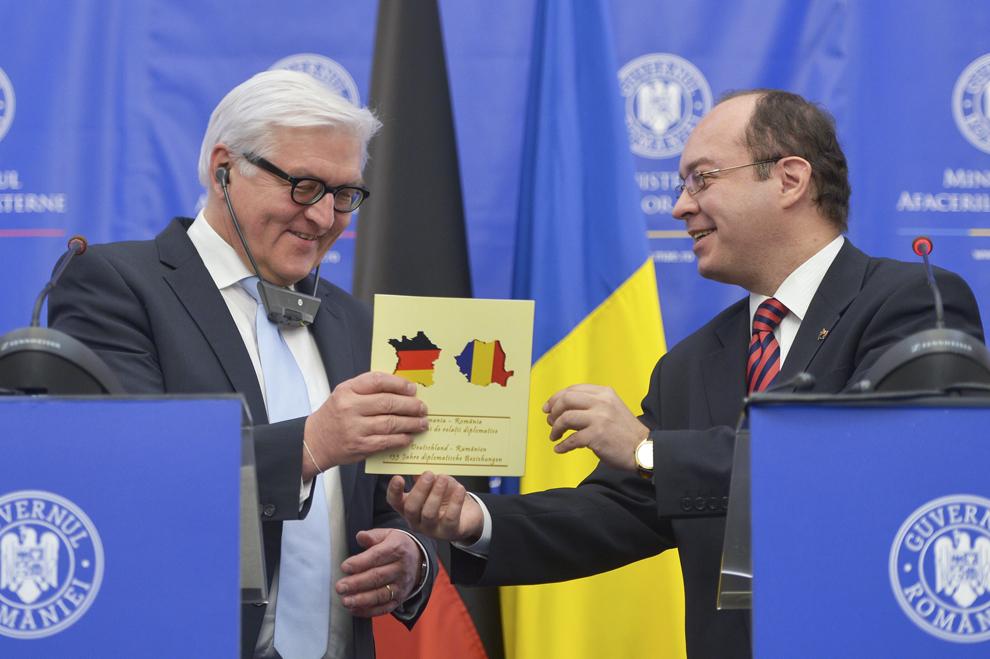 Bogdan Aurescu, ministrul român al afacerilor externe, şi Frank-Walter Steinmeier, ministrul de Externe al Republicii Federale Germania, susţin o conferinţă de presă comună, luni, 9 martie 2015.