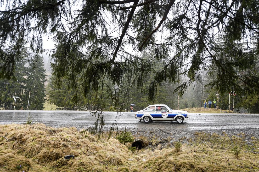 Un echipaj participă la Tess Rally Braşov 2015, prima etapă în cadrul Campionatului Naţional de Raliuri Dunlop, desfăşurat în judeţul Braşov, sâmbătă, 28 martie 2015.