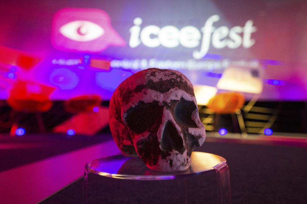 O machetă reprezentând un craniu uman, element vizual al ediţiei din acest an poate fi vazută la festivalul dedicat industriei digitale şi interactive din Europa Centrală şi de Est, Interactive Central and Eastern Europe Festival 2015 (ICEEFest), în Bucureşti, joi, 11 iunie 2015.