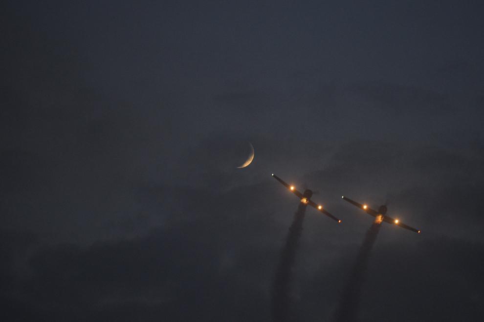 Iacarii Acrobaţi evoluează în timpul spectacolului aviatic de la 'Bucharest International Air Show & General Aviation Exibition 2015 - BIAS 2015', organizat la Aeroportul Internaţional Bucureşti Băneasa 'Aurel Vlaicu', în Bucureşti, sâmbătă, 20 iunie 2015.